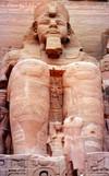 Statue_temple_de_ramses_ii_abou_simbel_e_2